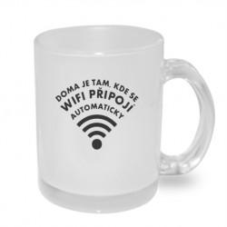 Doma je tam, kde se wifi připojí automaticky - Originální dárkový hrnek s potiskem, humorný dárek
