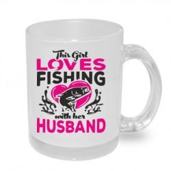 Dárkový originální hrnek s potiskem - This girl loves fishing with her husband
